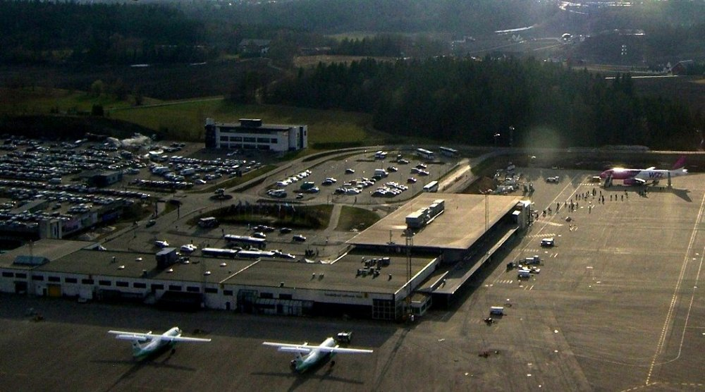 Sandefjord_Airport,_Torp_from_the_air_cropped.jpg